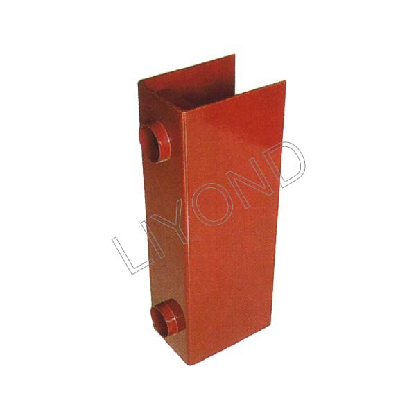Insulated envelope embedded poles circuit breaker LYC367